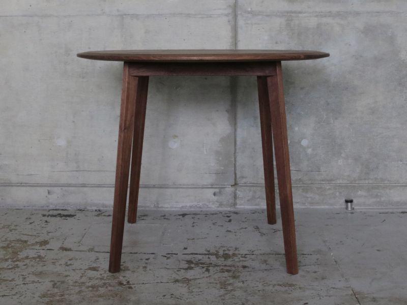 画像2: ≪テーブル≫【ラウンドテーブル2面テーパー・木脚タイプ】 (2)