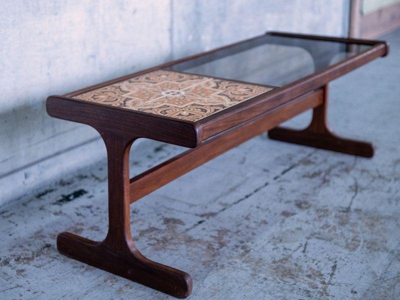 画像2: ≪ローテーブル≫【G-PLAN 1950s tile and glass top coffee table・タイルアンドグラストップコーヒーテーブル・USED・ビンテージ/1体】 (2)
